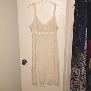 Cream lace dress - generous fit - lined